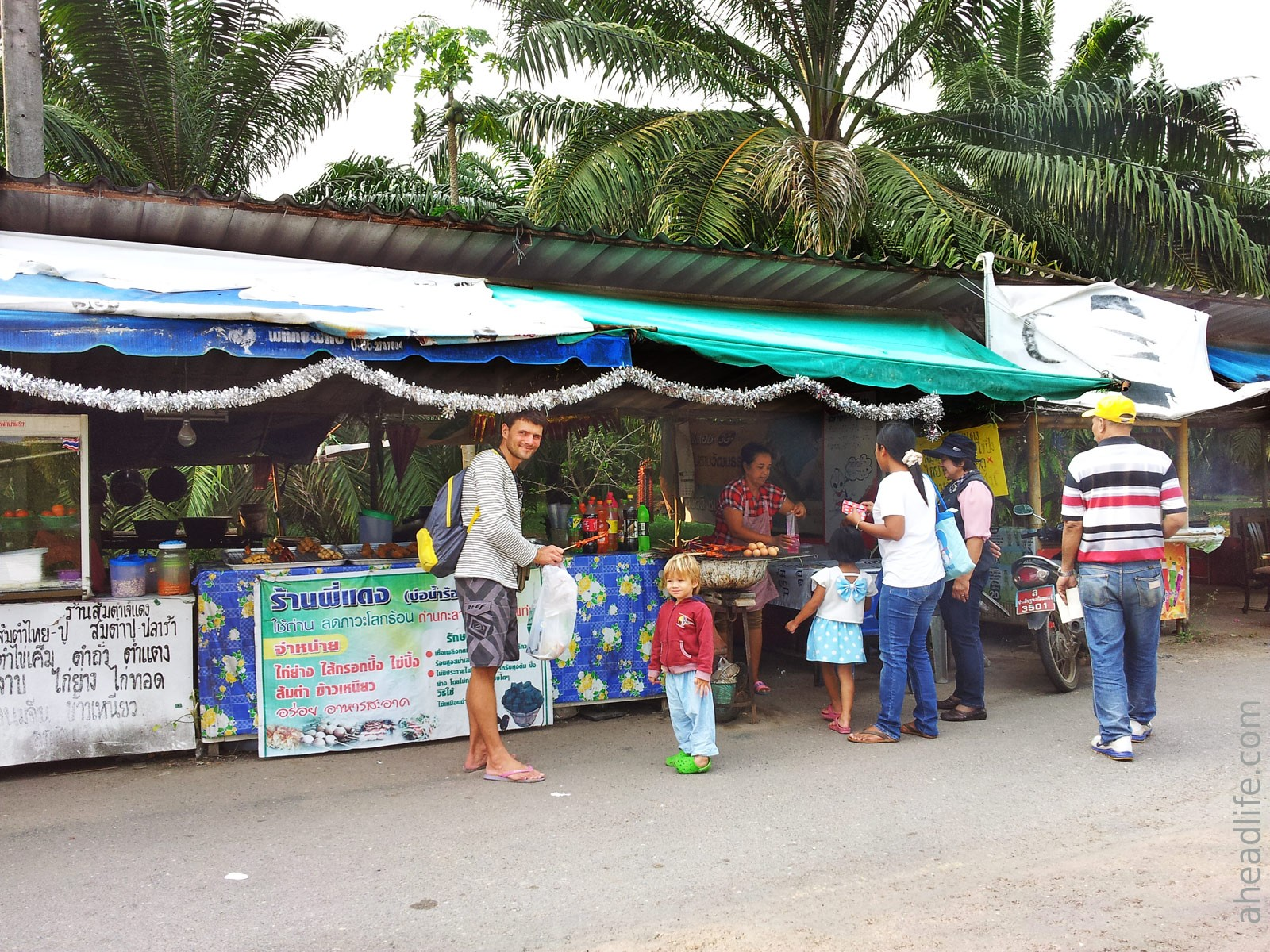 Еда рядом с Sathan Hot Spring