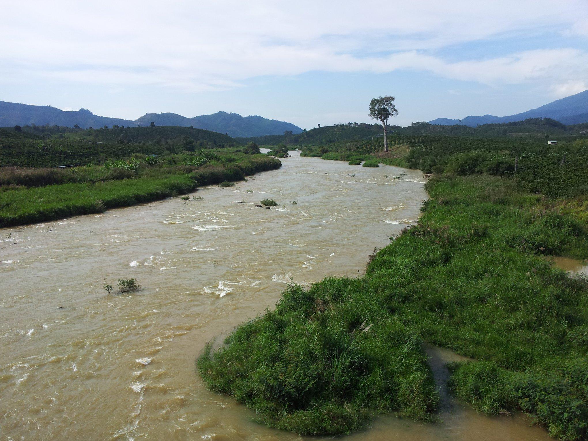 Горная река Dong Nai