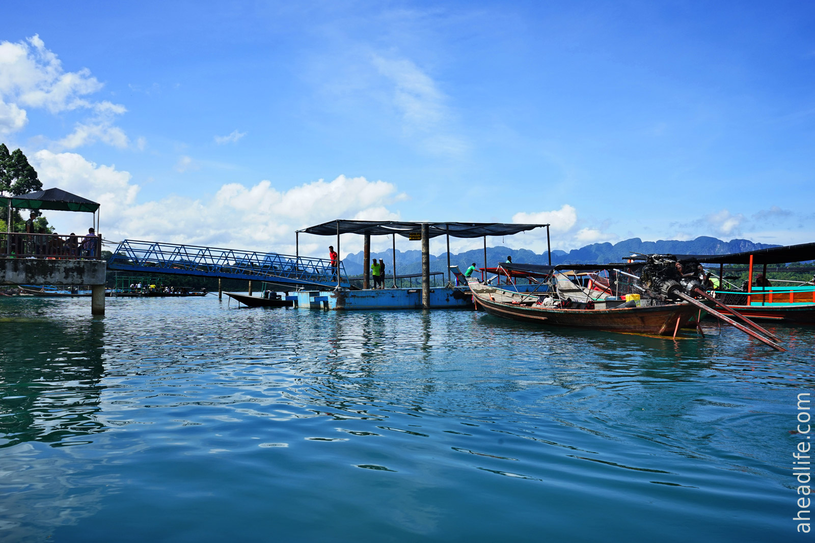 Пристань на озере в Khao Sok