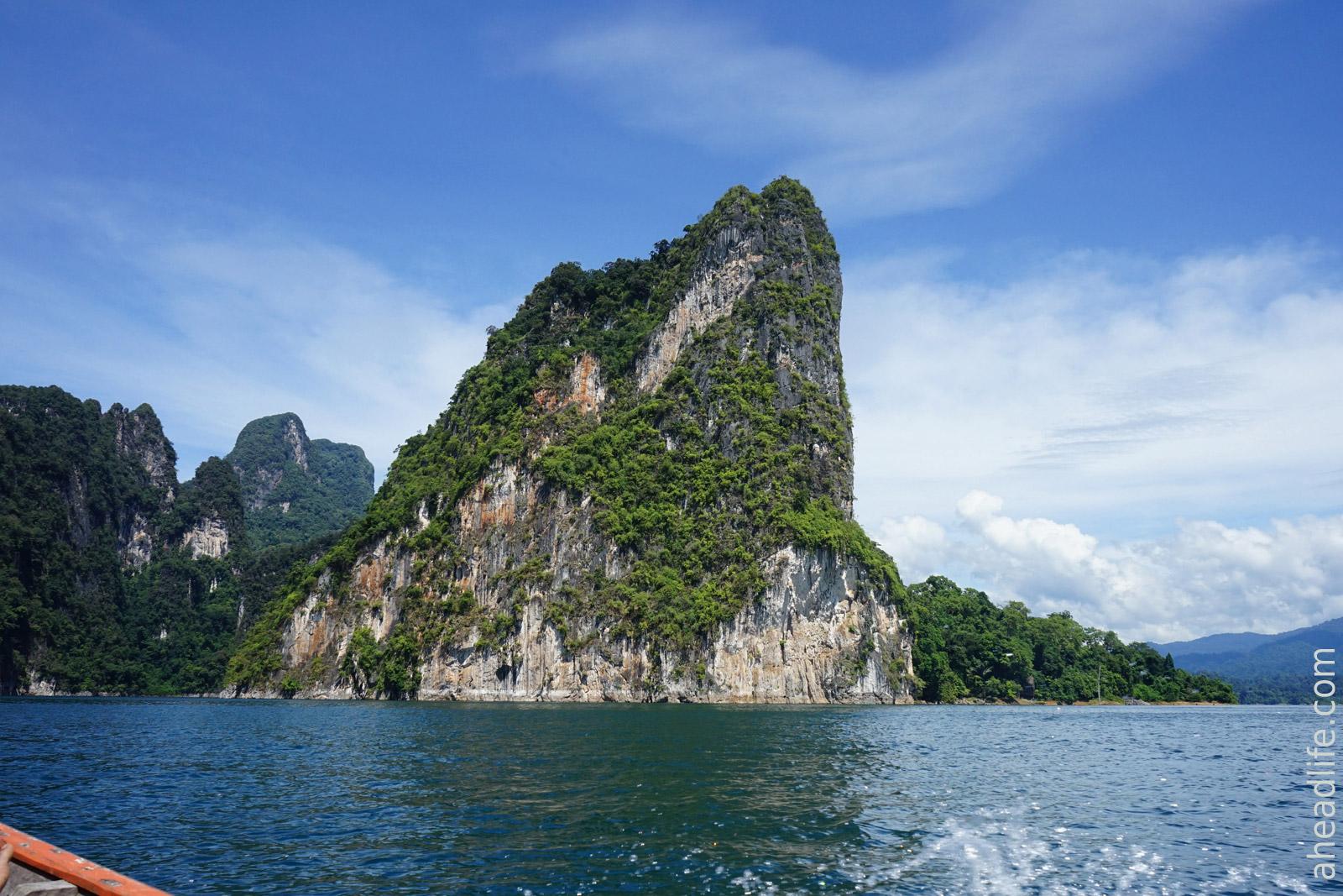 Озеро в Khao Sok