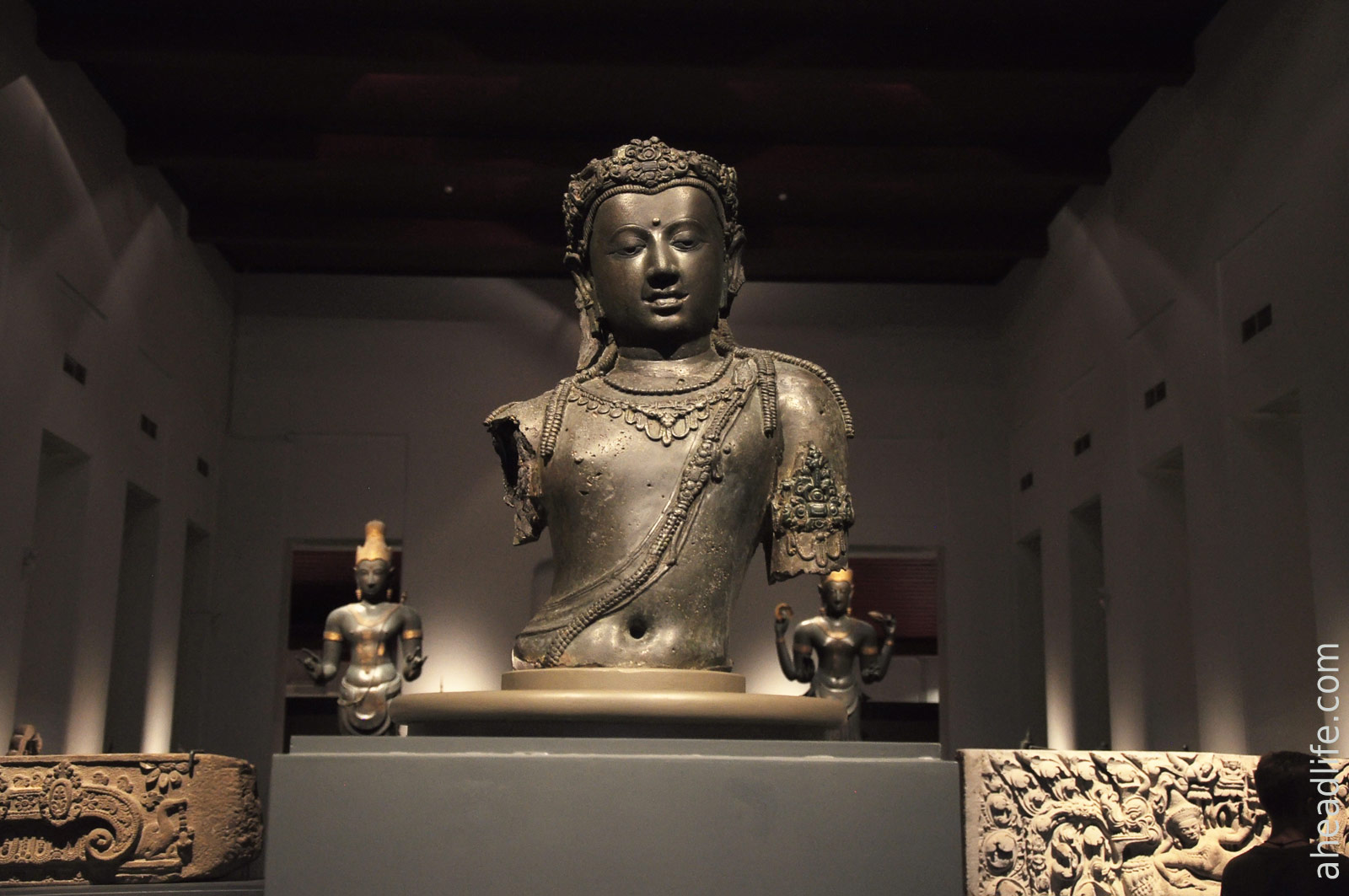 Авалокитешвара (Wat Wiang, Чайя, 9 век)