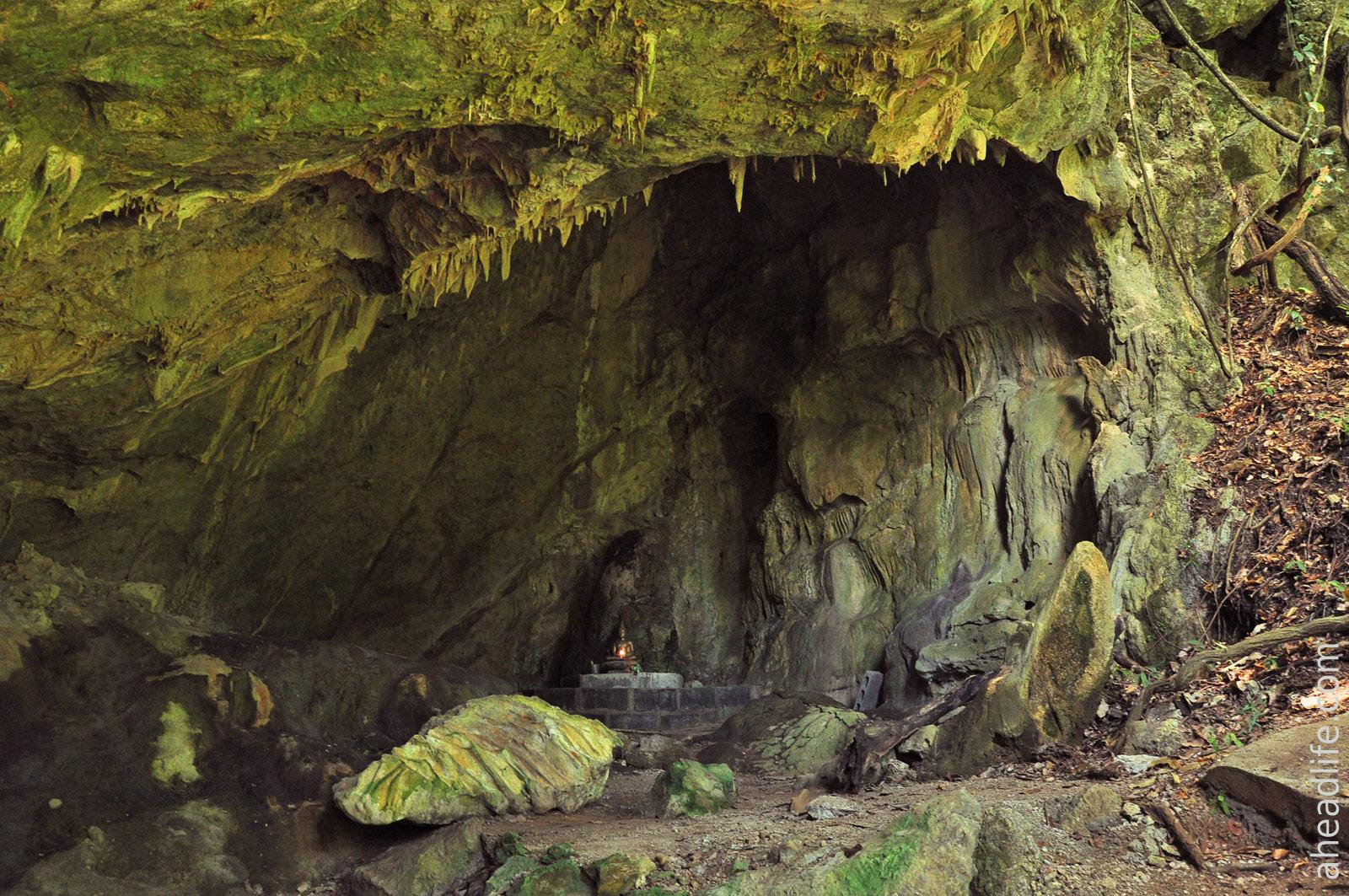 Первая пещера Khao Krot со статей Будды