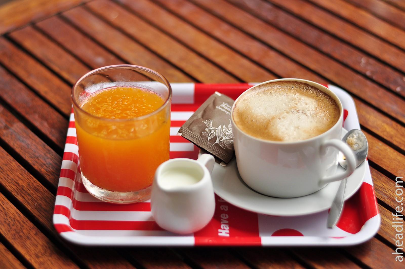 Кофе и сок по утрам