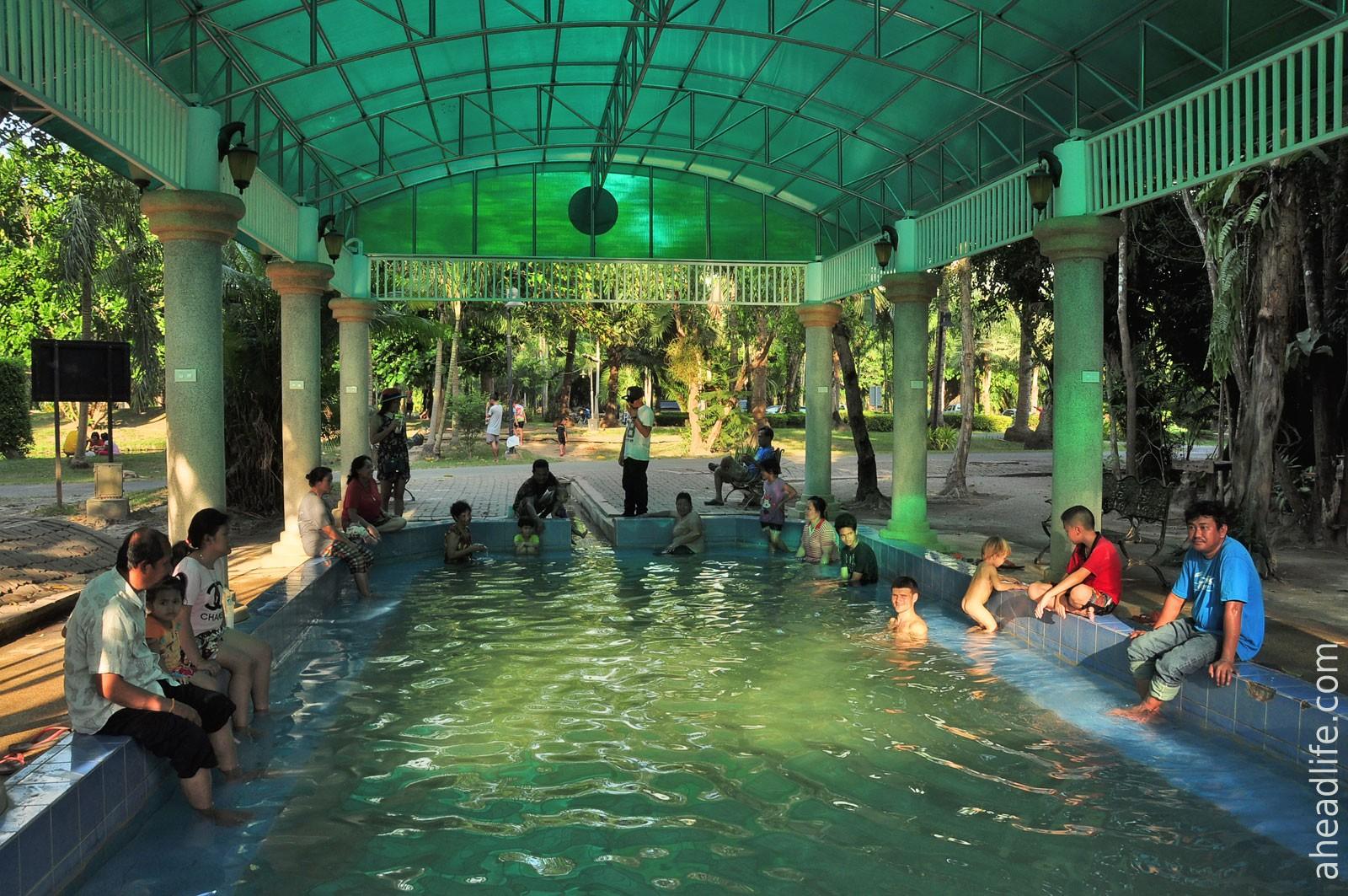 Менее горячий бассейн (Sathan Hot Spring)