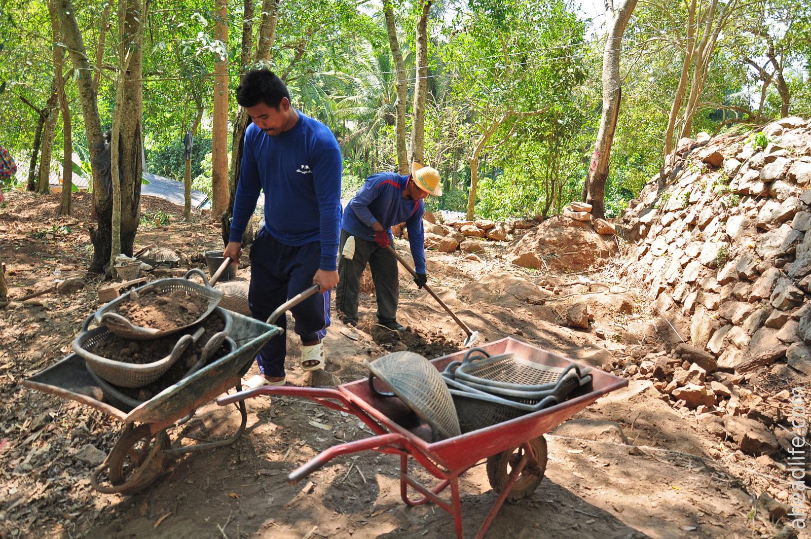 Археологи на Холме Шри Виджаи (Kha Phra Narai)