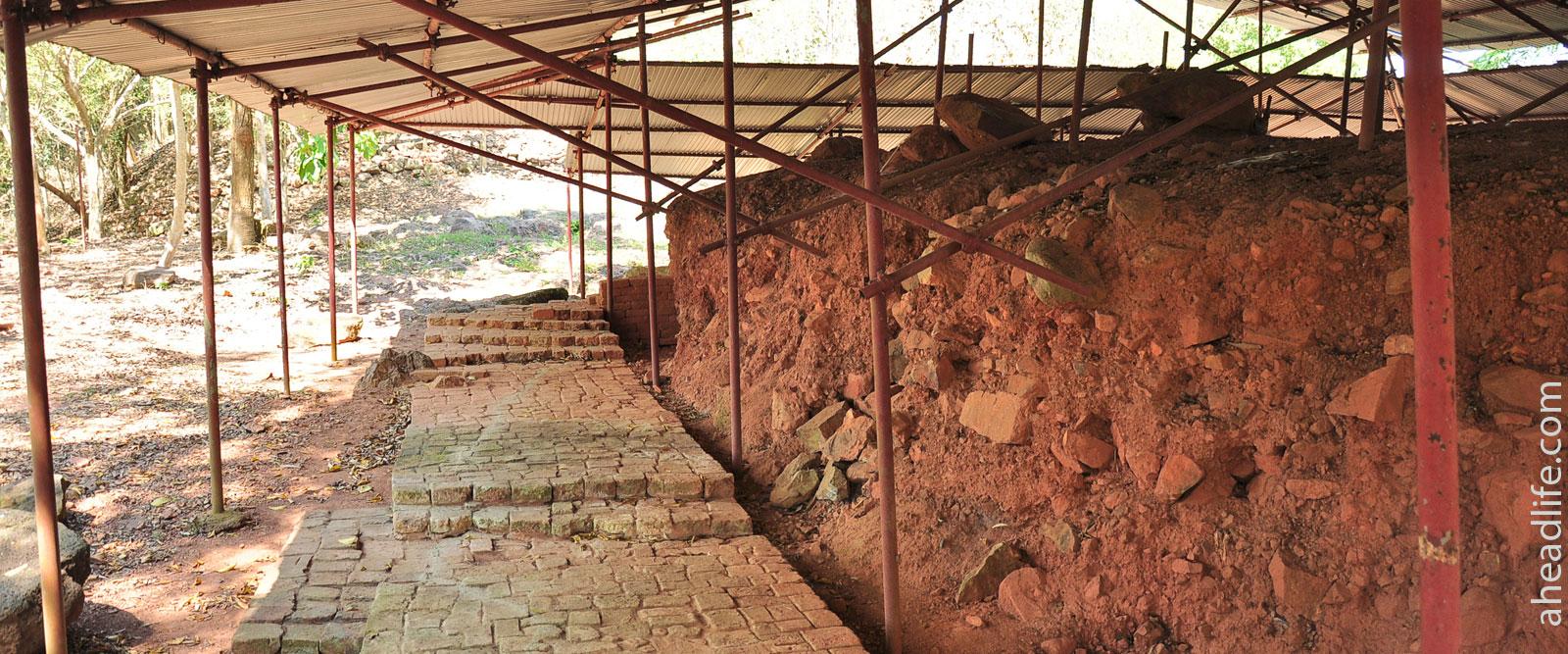 Раскопки на Холме Шри Виджаи