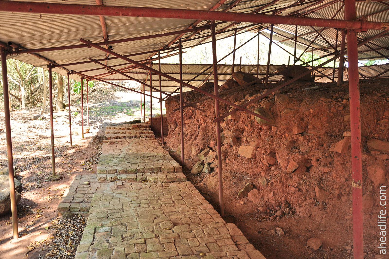 Раскопки и реконструкция на Холме Шри Виджаи