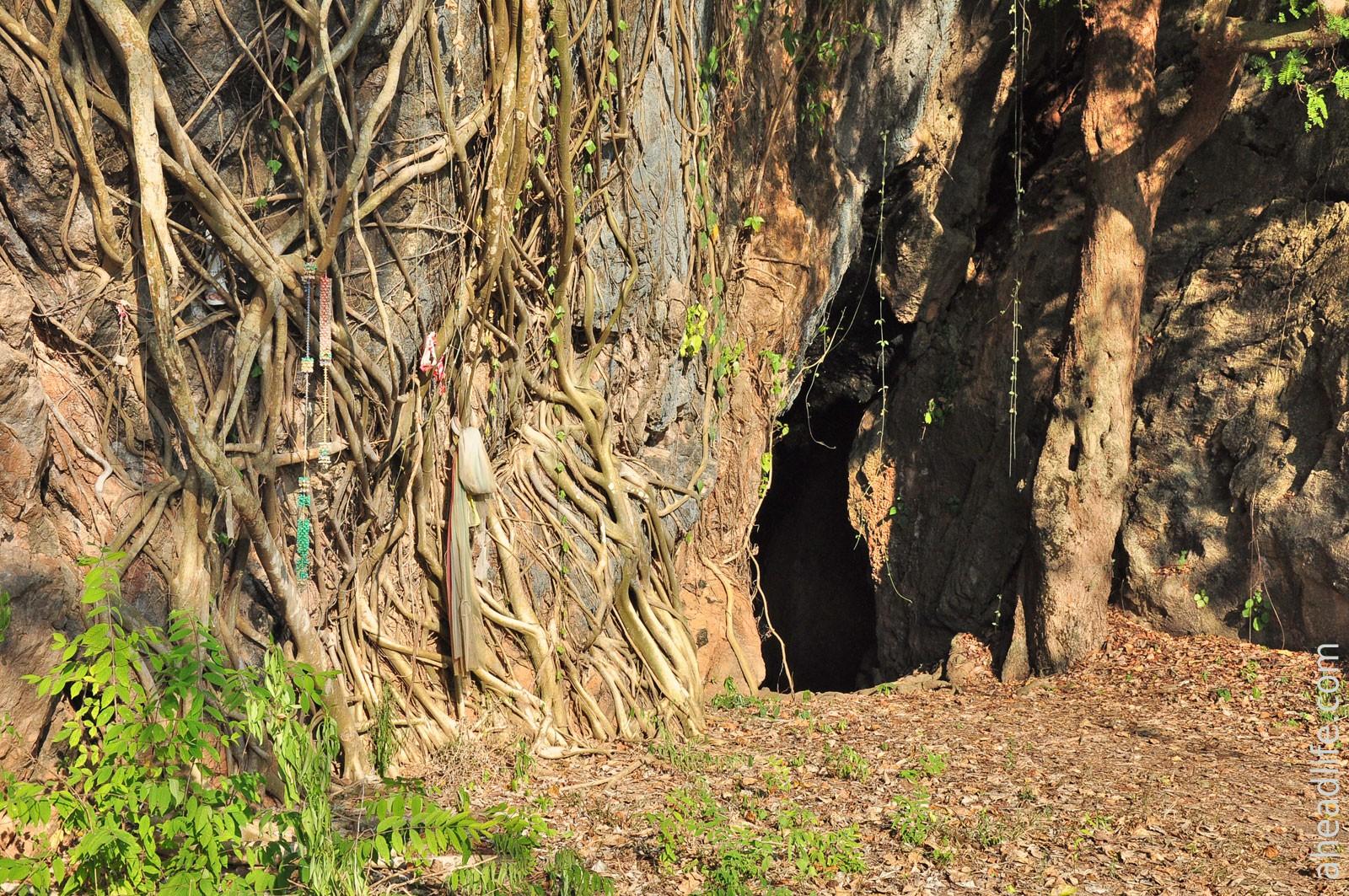 Пещера у горячего источника