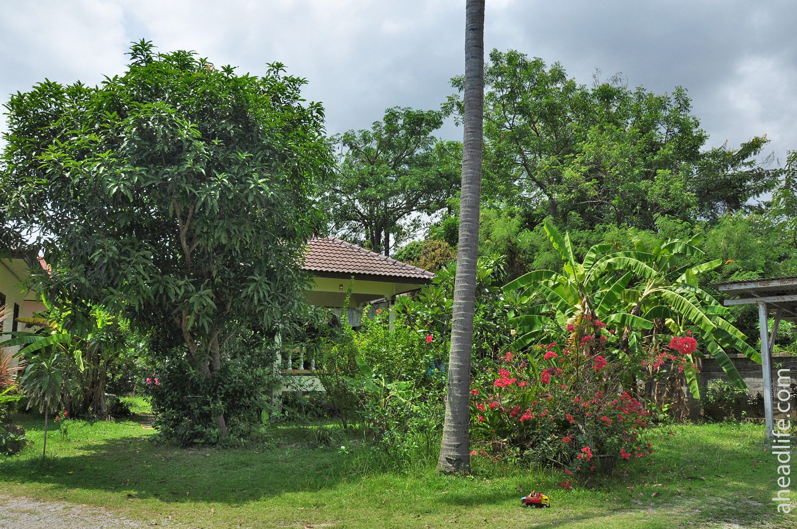 Дом около пляжа Маенам