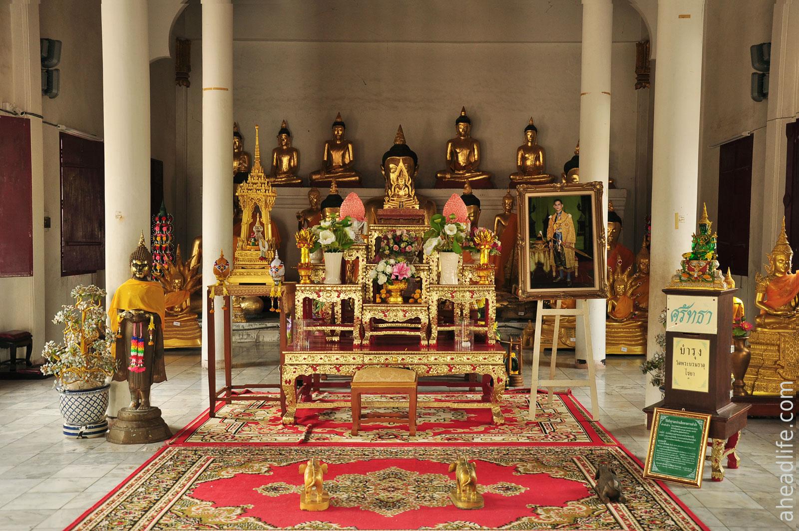 Алтарь Wat Phra Borommathat