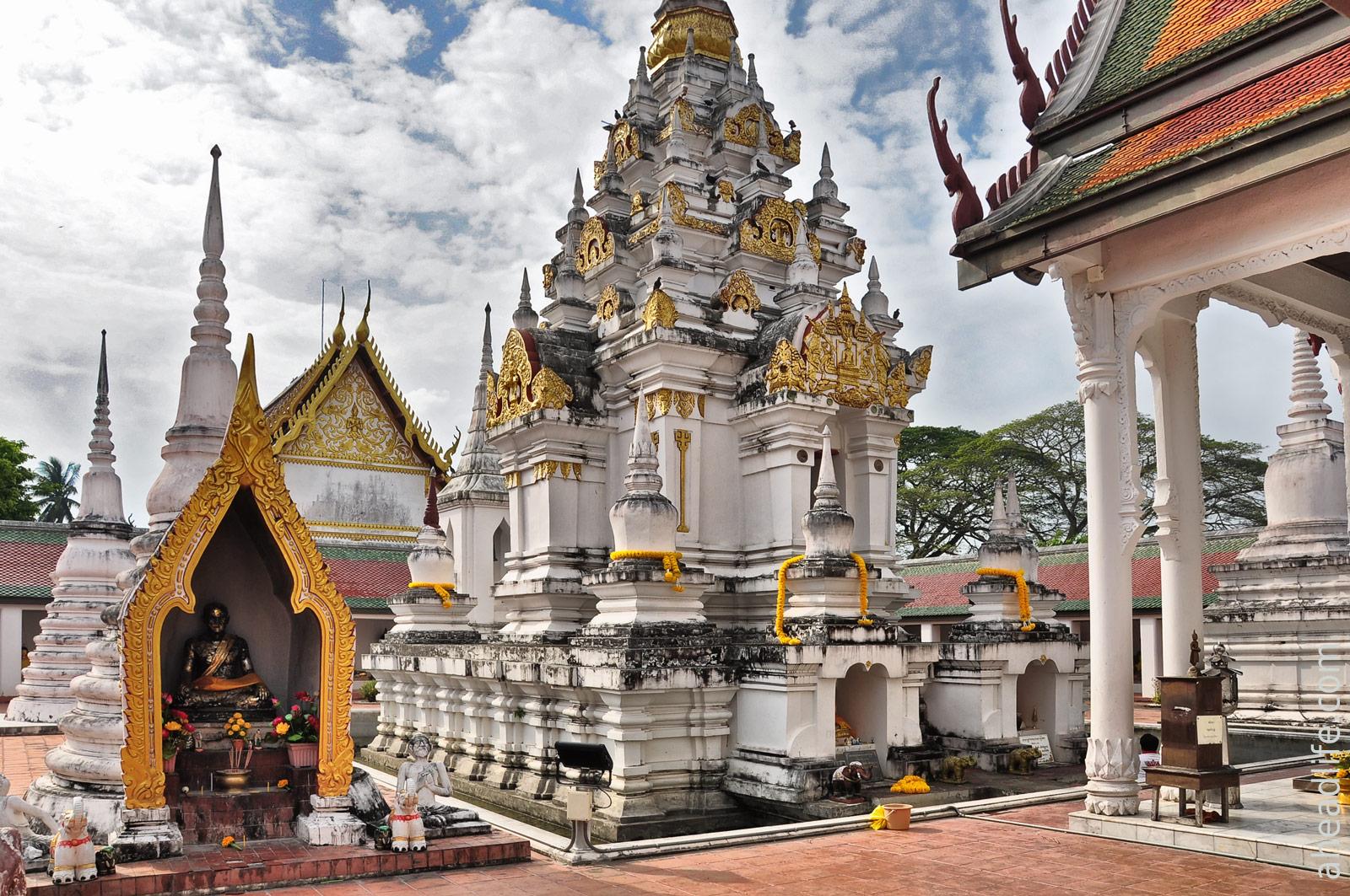 Ступа в стиле Шри Виджаи Wat Phra Borommathat