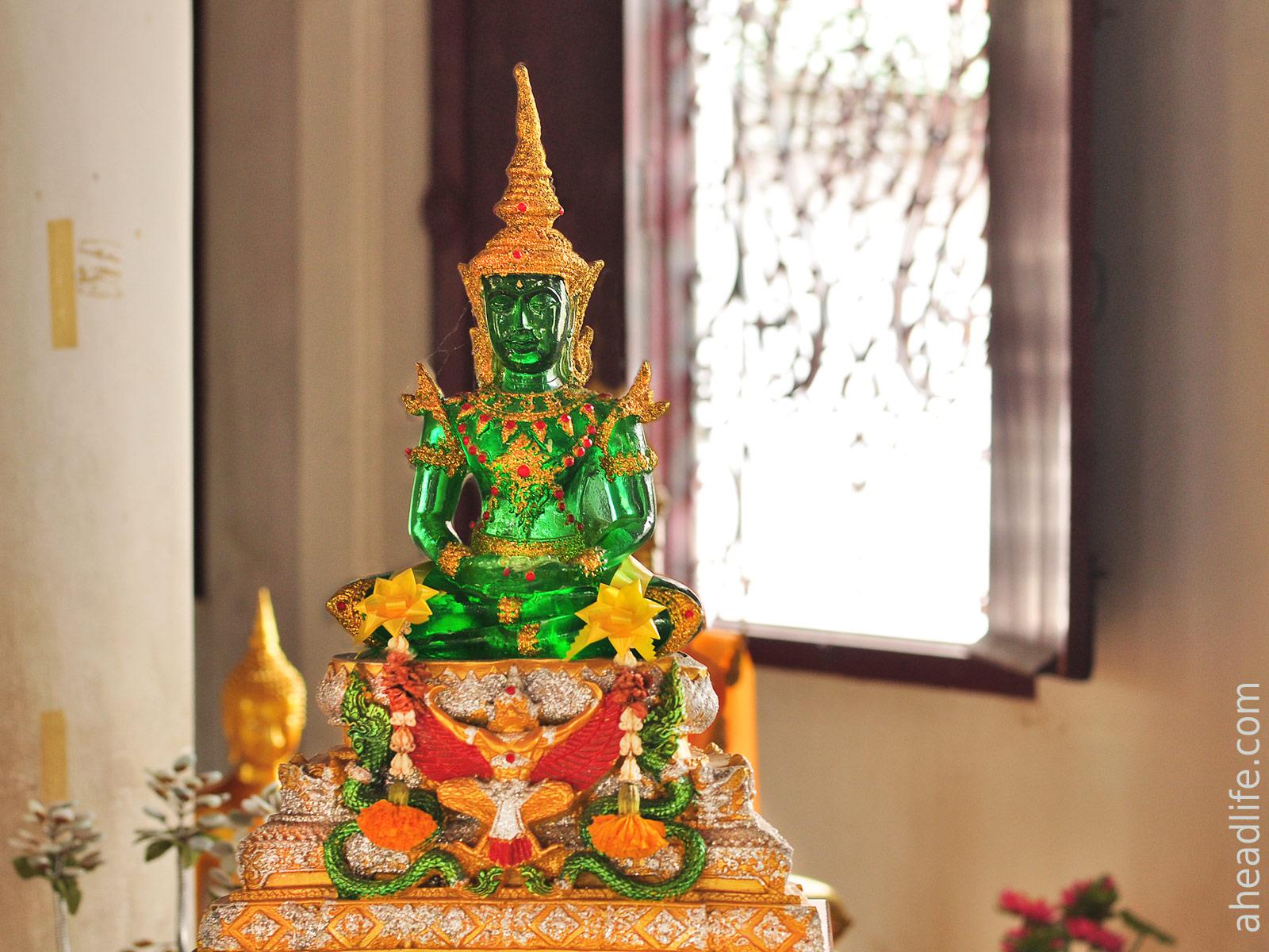 Изумрудный Будда Wat Phra Borommathat