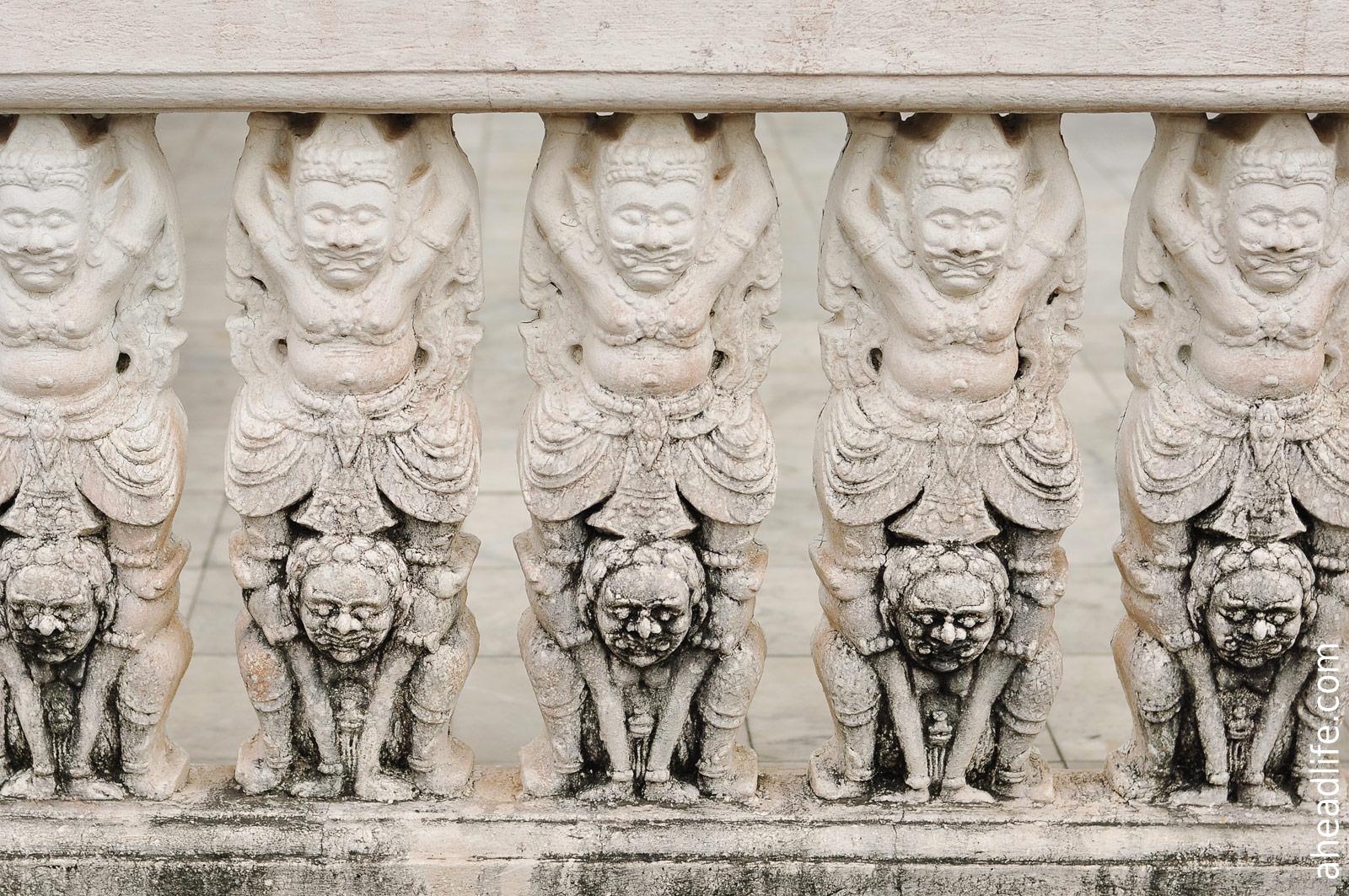 Балюстрада Wat Phra Borommathat